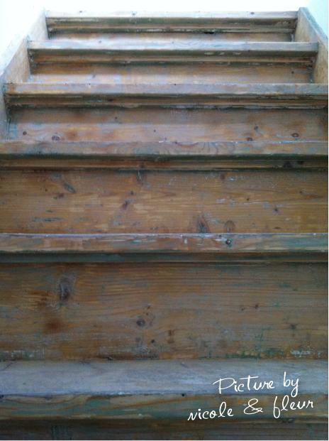 Houten trap in oude glorie herstellen interieur design by nicole fleur - Geschilderde houten trap ...