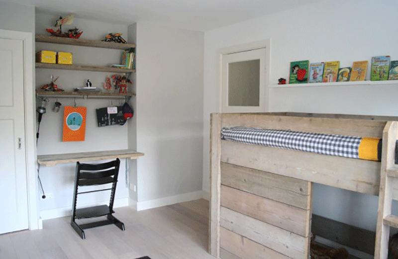 Jongens kamer met steigerhout - Jaar oude kamer van de jongen ...