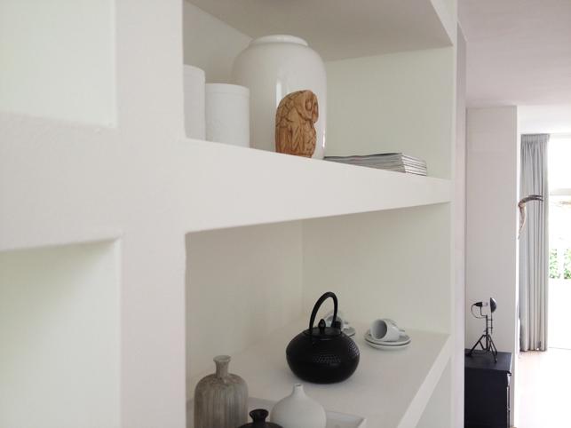 Kast Met Nisjes : Inbouwkast op maat met luxe uitstraling