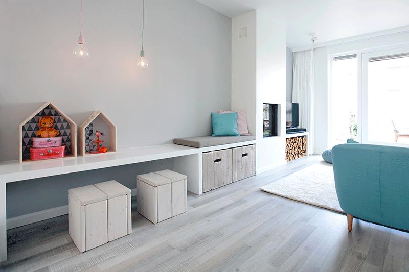 Een romantische woonkamer interieur design by nicole fleur - Kindertafel wand ...