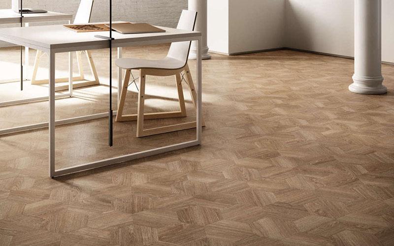 Houten vloeren tegelvloer of gietvloer welke type vloer for Donker interieur