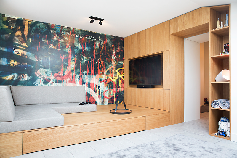 Zolder ontwerp met speel- & lounge kamer voor tieners